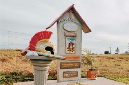 Obelisco a ser inaugurado