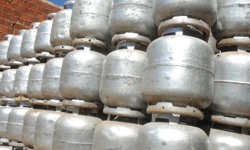 Benefício é destinado às famílias para a compra do botijão de gás de cozinha