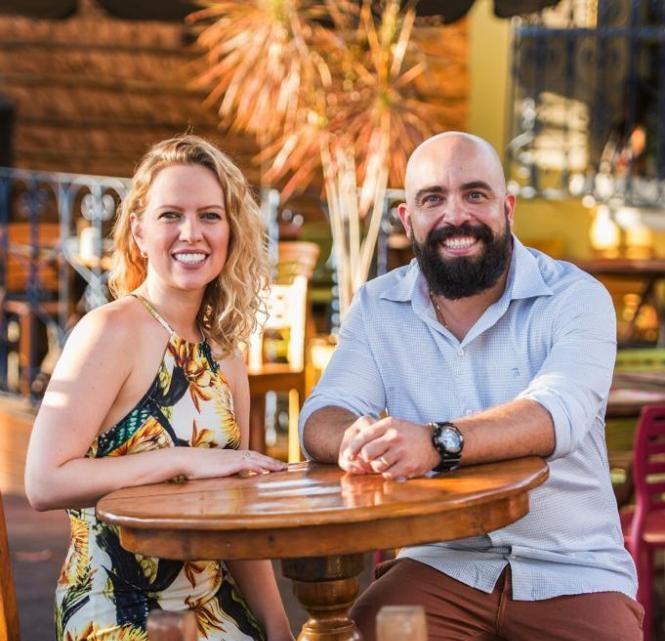 """""""Estamos muito felizes com o reconhecimento"""", comentou Lucas Alessi, proprietário do Fulô, com sua esposa Simone"""