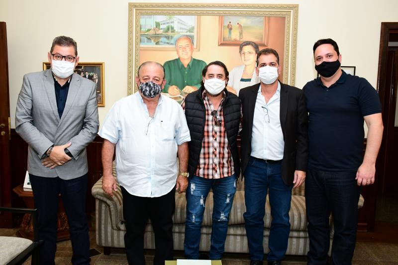 Visitantes foram recepcionados pelo assessor de reitoria da Unoeste, o jornalista Ismael Silva