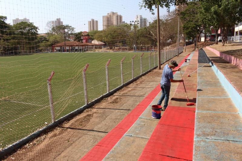 Campo de futebol society no Parque do Povo tem recebido melhorias