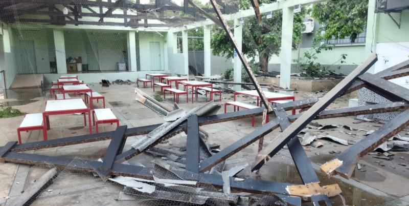 Pátio da Escola Estadual Coronel João Gomes Martins ficou destelhado