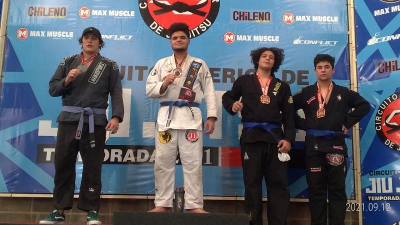 Lutador de Álvares Machado foi campeão na categoria Juvenil Azul Pesadíssimo