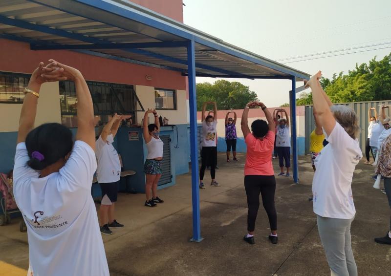 Ao longo da semana, foram desenvolvidas diferentes atividades, como dança circular, jogos e dinâmicas