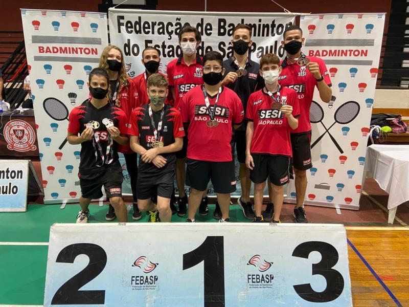 Equipe celebra os bons resultados na 1ª Etapa Estadual de Badminton da Febasp