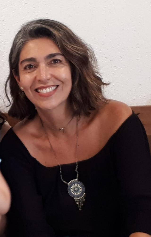 Colunista Renata Maria Coimbra