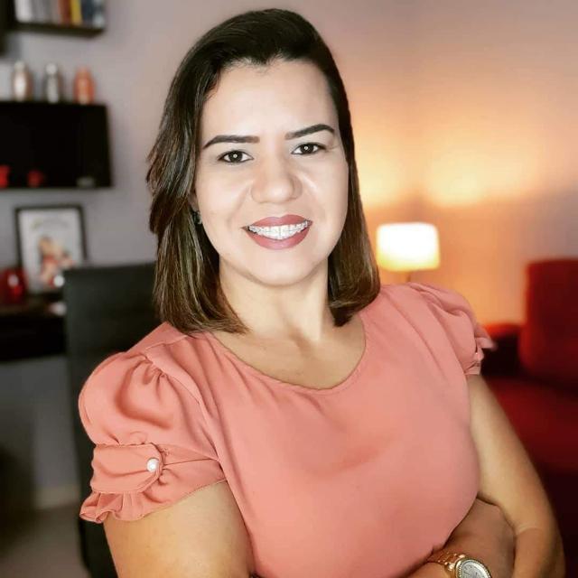 Colunista Débora Martins