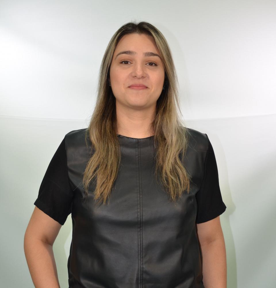 Colunista Marcela Corrêa Tinti