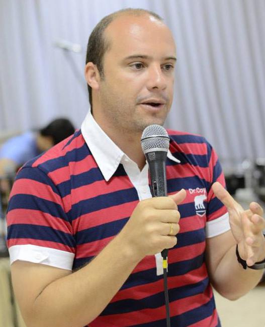 Colunista Adriano Gonçalves