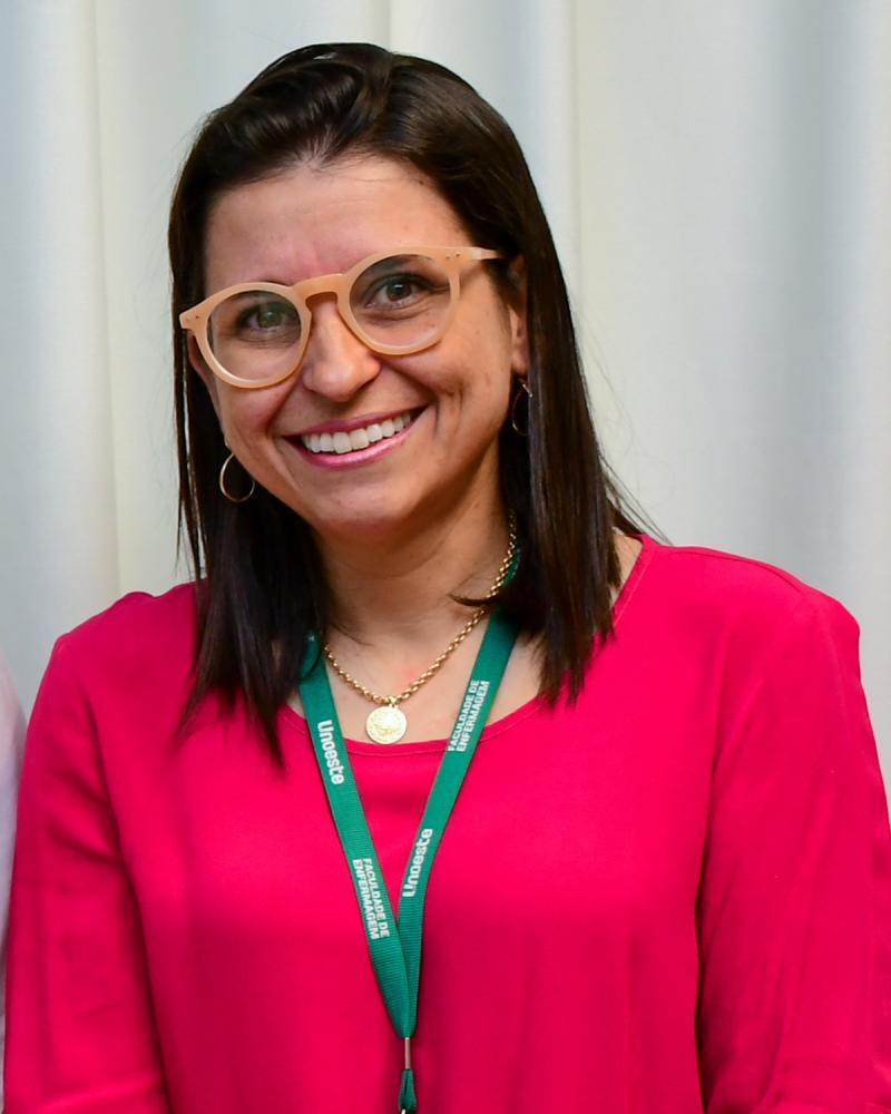 Colunista Larissa Sapucaia Ferreira Esteves