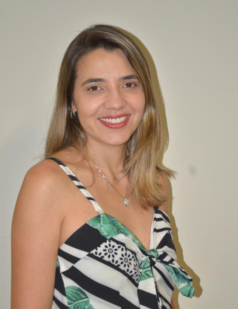 Colunista Daysa Andrade Oliveira