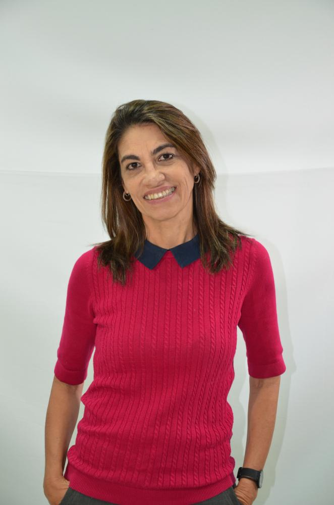 Colunista Cecília Maria Prates de Freitas