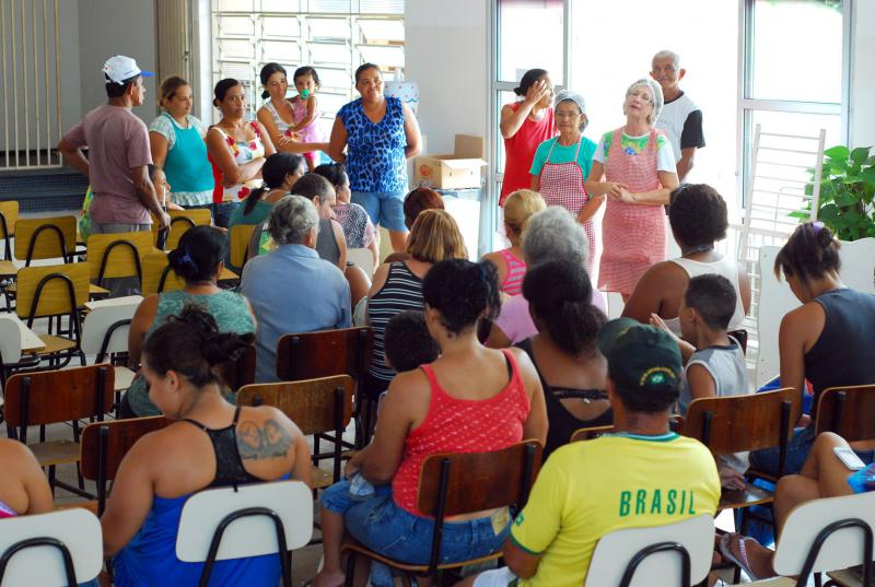 Eduardo Costa Teixeira/Cedida - Fraternidade São Damião oferece cestas básicas e sopa para a comunidade