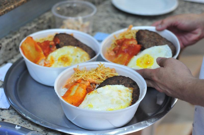 Marcio Oliveira - Dica da nutricionista é dividir a marmita com alguém, caso se opte por tamanho maior