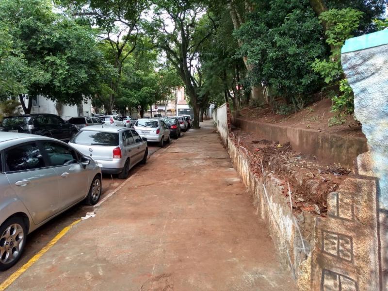 José Reis - Após queda parcial do muro, equipe da Prefeitura esteve no local e limpou área atingida