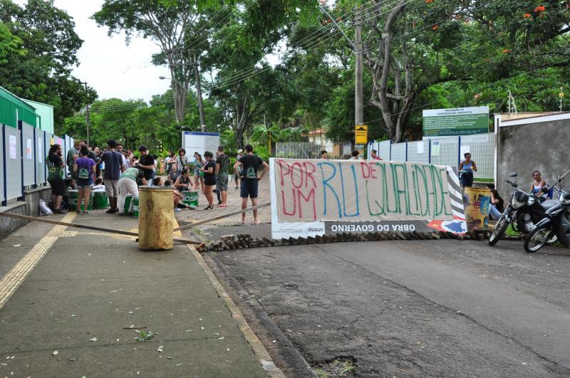 José Reis - Estudantes paralisaram campus com cartazes de reivindicações