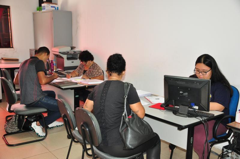 José Reis - Interessados buscam serviços de apoio para conseguir encaminhamentos