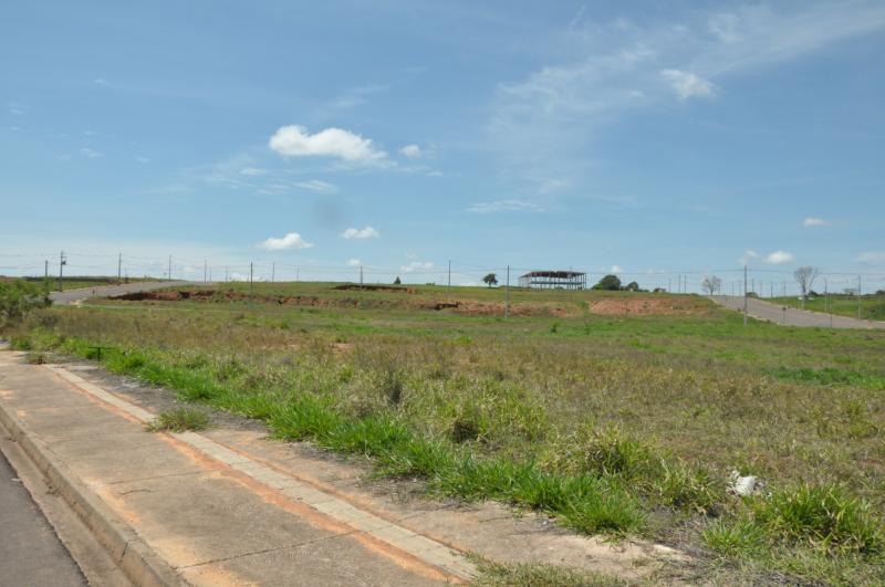José Reis - Espaço com 75 terrenos no Distrito Industrial Achiles Ligabô, em Prudente, está paralisado desde 2016 pela Justiça