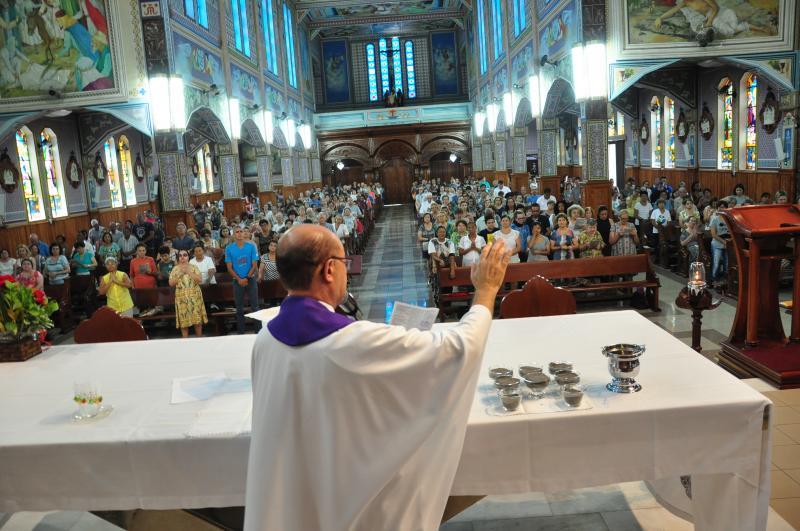José Reis:Fieis marcaram presença na Catedral São Sebastião, em Presidente Prudente