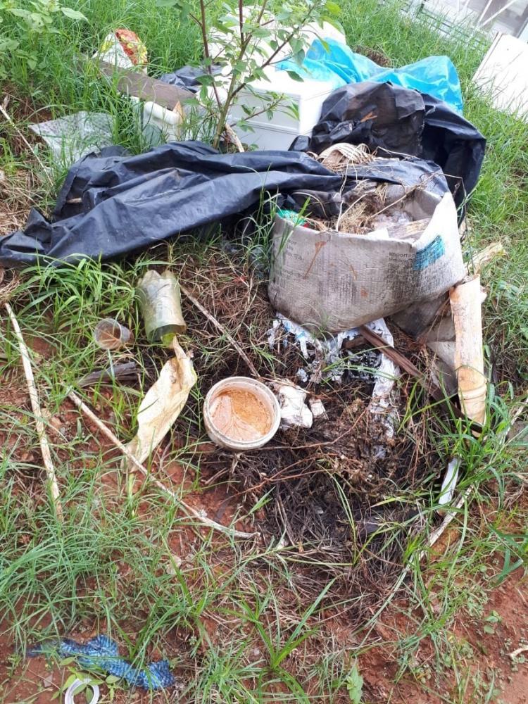 Oslaine Silva - Quintais sujos e terrenos baldios acumulam criadouros do Aedes