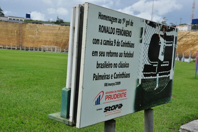 José Reis - Jogador recebeu placa em homenagem ao 1º gol marcado pelo time