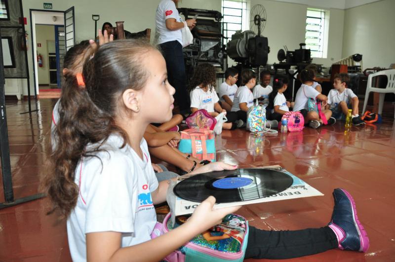 José Reis:Crianças têm acesso aos LP's disponibilizados pelo museu de Presidente Prudente