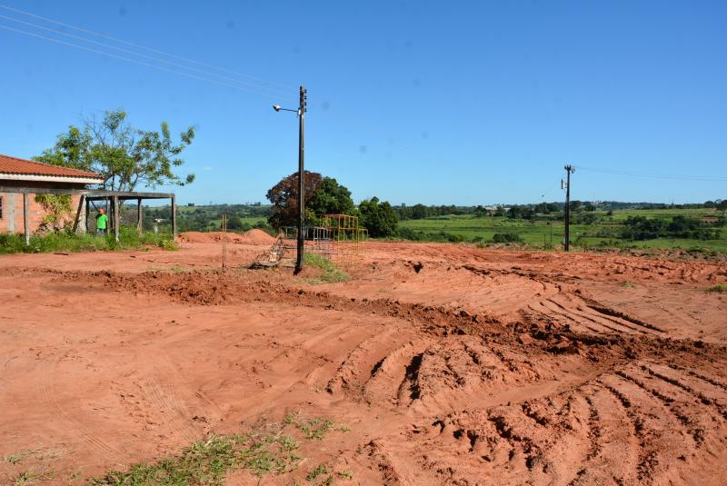 Secom - Trabalhos de terraplanagem começaram ontem na área destinada ao abrigo de animais