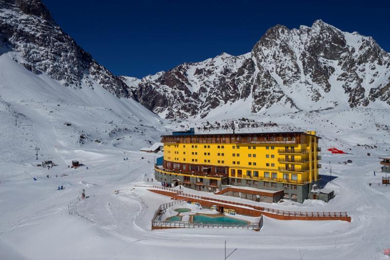 Cedida/ADComunicação:Estação de esqui mais antiga da América Latina, Portillo celebra sete décadas: A tranquilizante paisagem dos Andes, com a beleza da Laguna del Inca, que fica bem em frente à estação