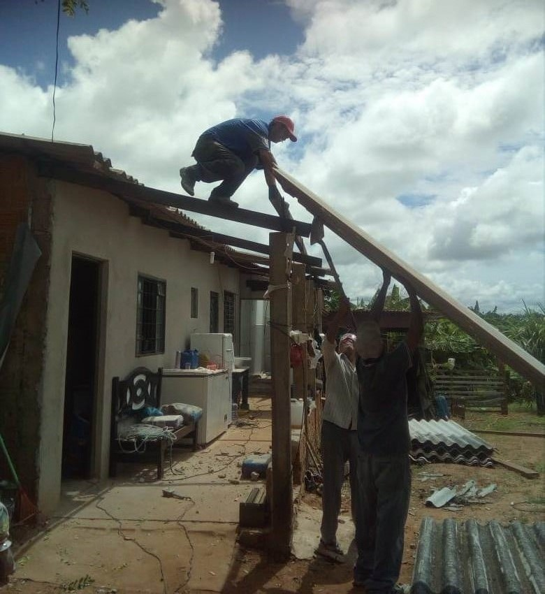 Cedidas/Silvana Taquita - Moradora diz que reparo foi realizado com a ajuda de amigos da família