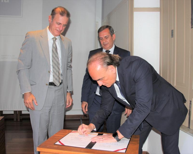 Cedida/Gustavo Moré/Fundação Itesp - Prefeito de PP, Nelson Bugalho, assinou o convênio no evento