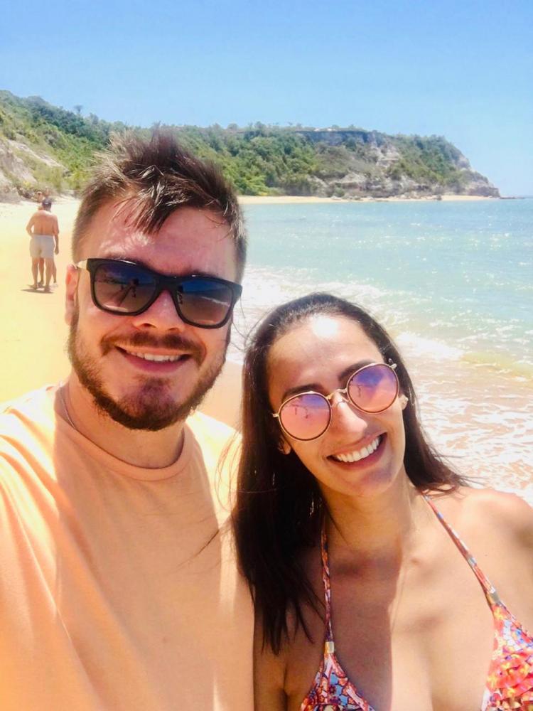 Lucas Bolognin e Fabiana Silva, em Porto Seguro com a agência Cacilda Tour