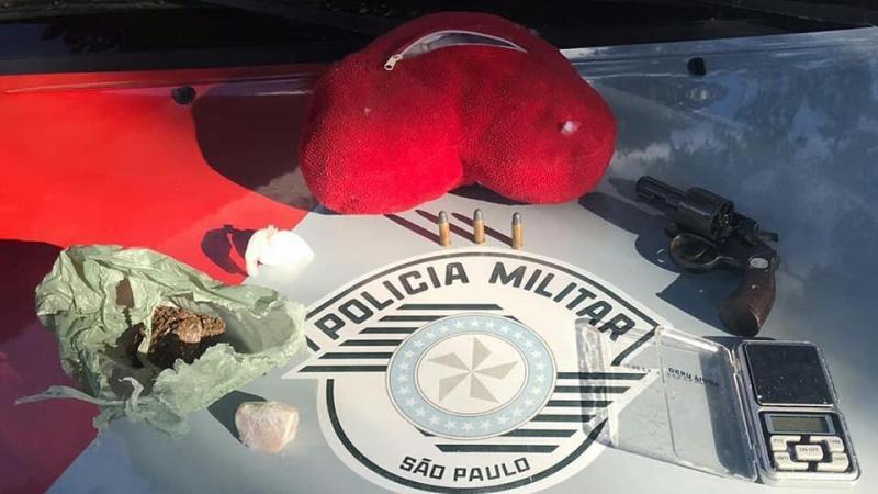 Polícia Militar: Objetos e produtos ilícitos foram recolhidos pelos militares