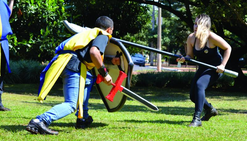 Reprodução/Gilberto Tomé:Batalha Campal com Espadas simula batalha com réplicas de combate