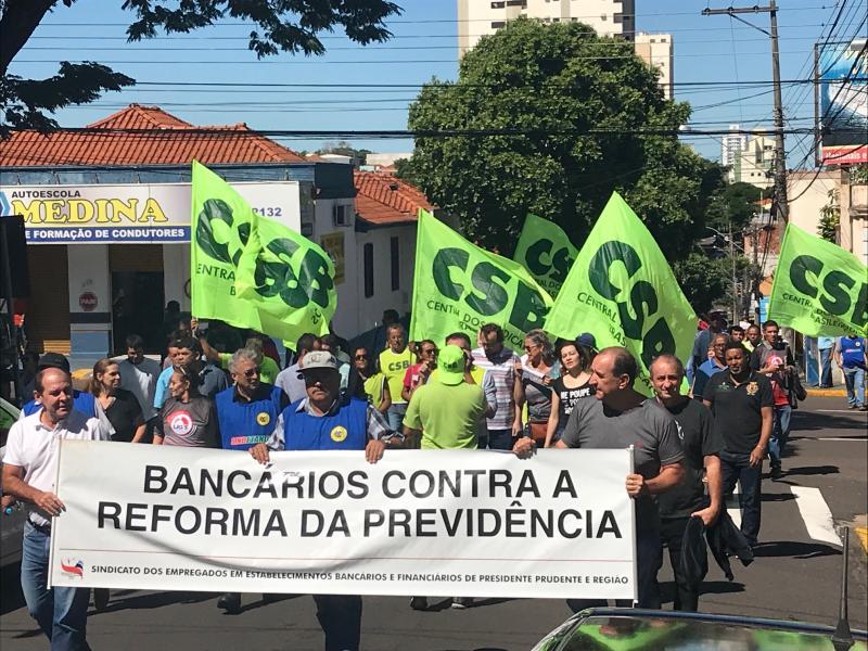 Gabriel Buosi Ato percorreu ruas de Presidente Prudente e teve concentração final em frente à Prefeitura