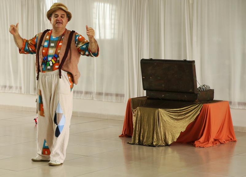 """Cedida/Vicentini Gomez:Ator e r ficará no interior por um mês, apresentando seu espetáculo """"Palhaçoando"""" em algumas instituições de ensino"""