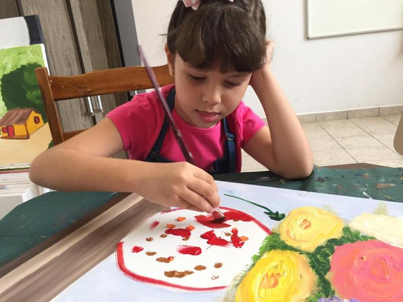 Cedida/ Jorge Silva: Aluna e artista Beatriz Machado, tem 8 anos e participa do Projeto Cor
