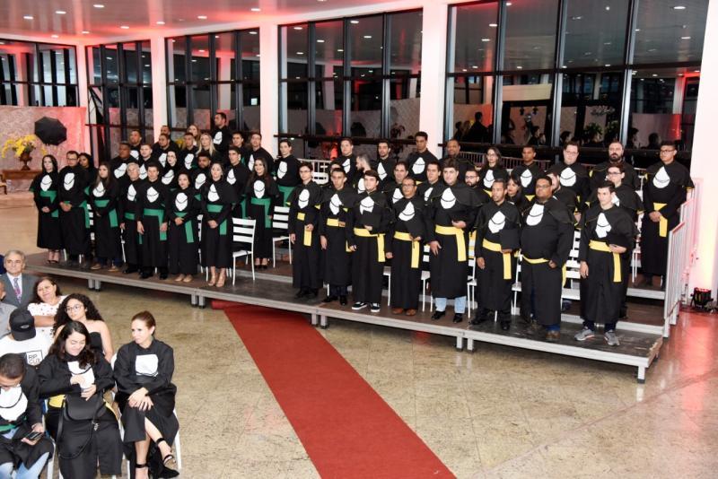 Cerimônia de formatura da Fatec Prudente, no salão social da APEA