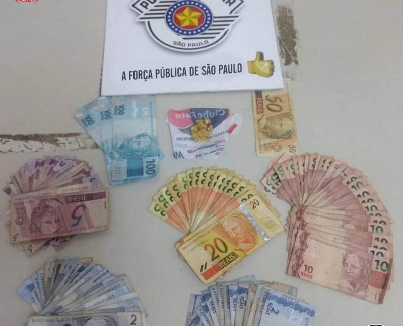 Polícia Militar:Crack e dinheiro foram apreendidos com acusado