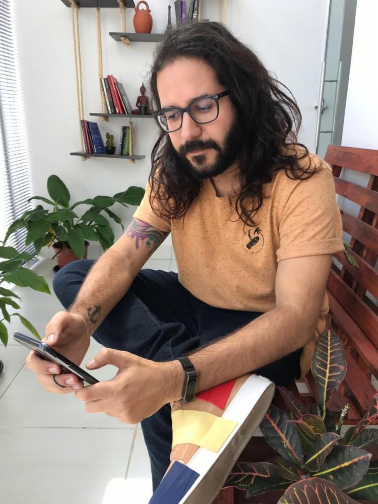 Raphael Augusto Guerhaldt desenvolveu o aplicativo Sueca Brasileira, em parceria com Luciano Cardoso: 100 mil downloads na primeira semana