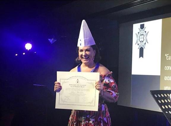 """Débora Magalhaes é """"Chef de Cuisine"""", pelo Instituto Le Cordon Bleu - France. , renomado Instituto onde são formados os melhores chefs do mundo."""