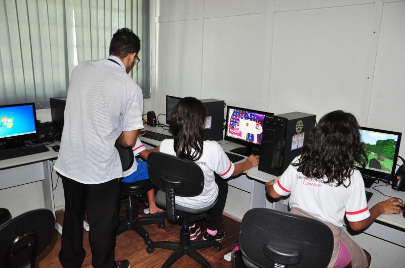 José Reis - No Lar Santa Filomena, jovens da Fundação Mirim realizaram oficinas, como a de informática