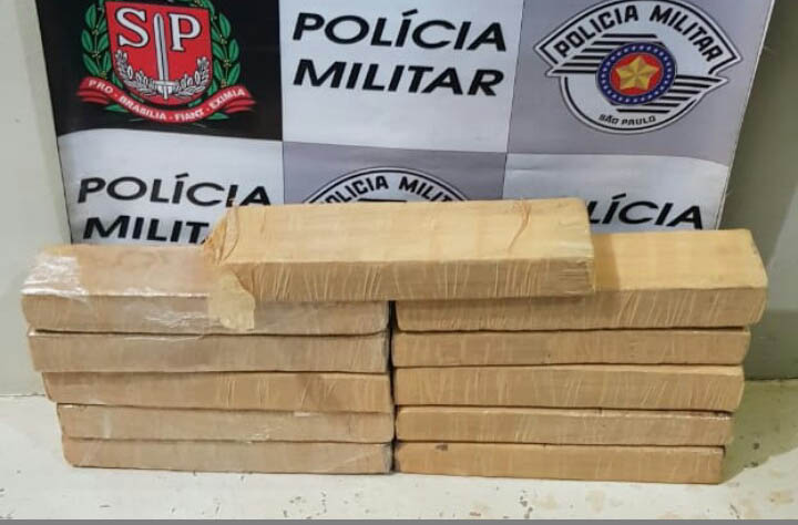 Polícia Militar:Drogas estavam dentro do veículo Fiat/Uno, em estrada de terra