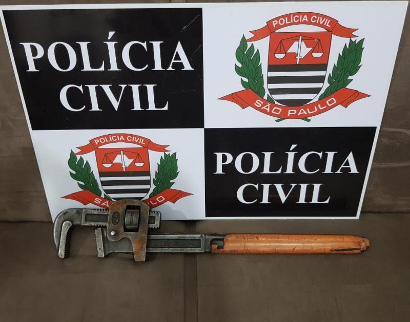 Polícia Civil:Ferramenta apreendida foi utilizada para golpear a vítima