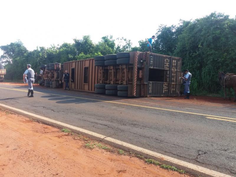 Guarda Municipal de Rancharia:Tombamento de caminhão ocorreu na SP-457, em Rancharia