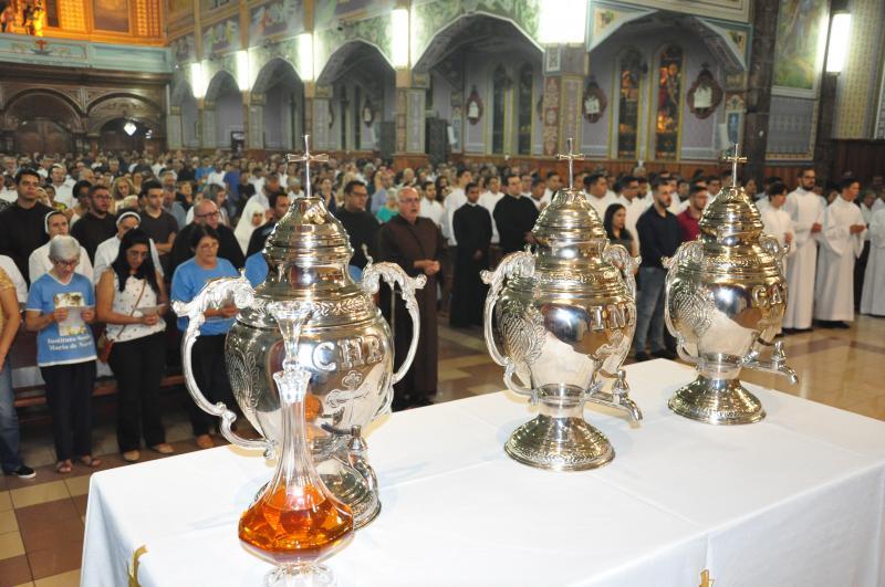 José Reis -Fiéis lotaram a Catedral de São Sebastião, na noite de ontem, para tradicional celebração