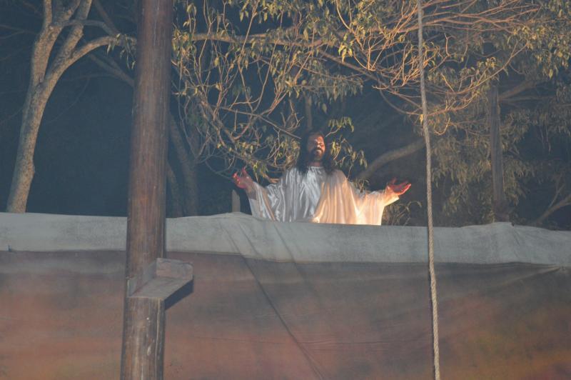 Cedida/Grupo Nas Asas do Senhor: Um dos pontos altos da peça teatral de Santo Anastácio é a ressurreição de Jesus