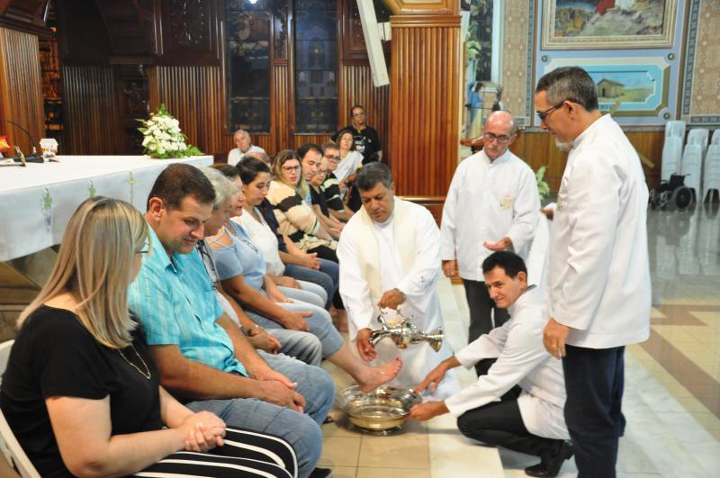 José Reis - Missa marca o momento da liturgia em que Jesus lavou os pés dos 12 apóstolos