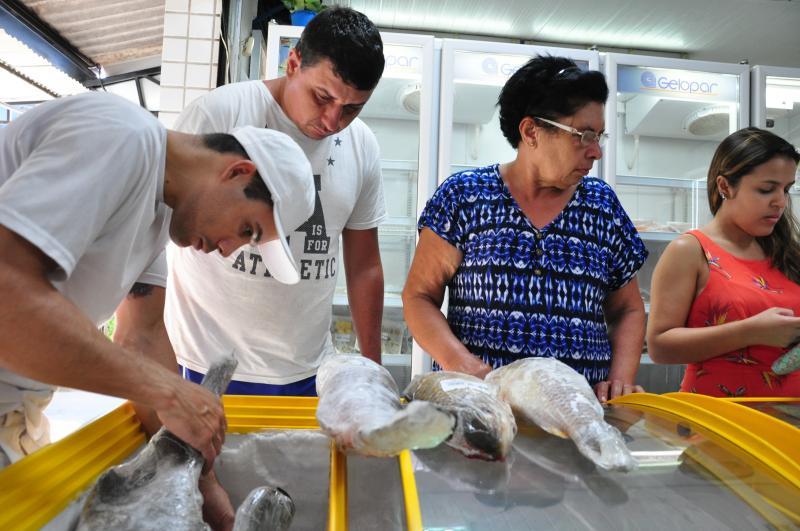 José Reis - Peixaria em Prudente ficou movimentada de consumidores na tarde de ontem