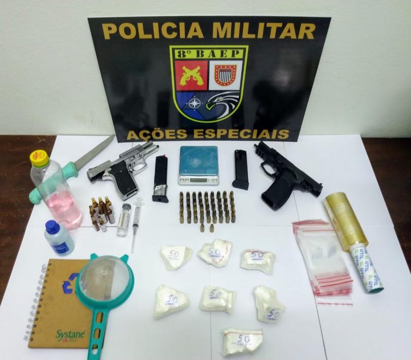 Polícia Militar - Armas de fogo e drogas estavam em imóvel no Parque dos Pinheiros, em Machado