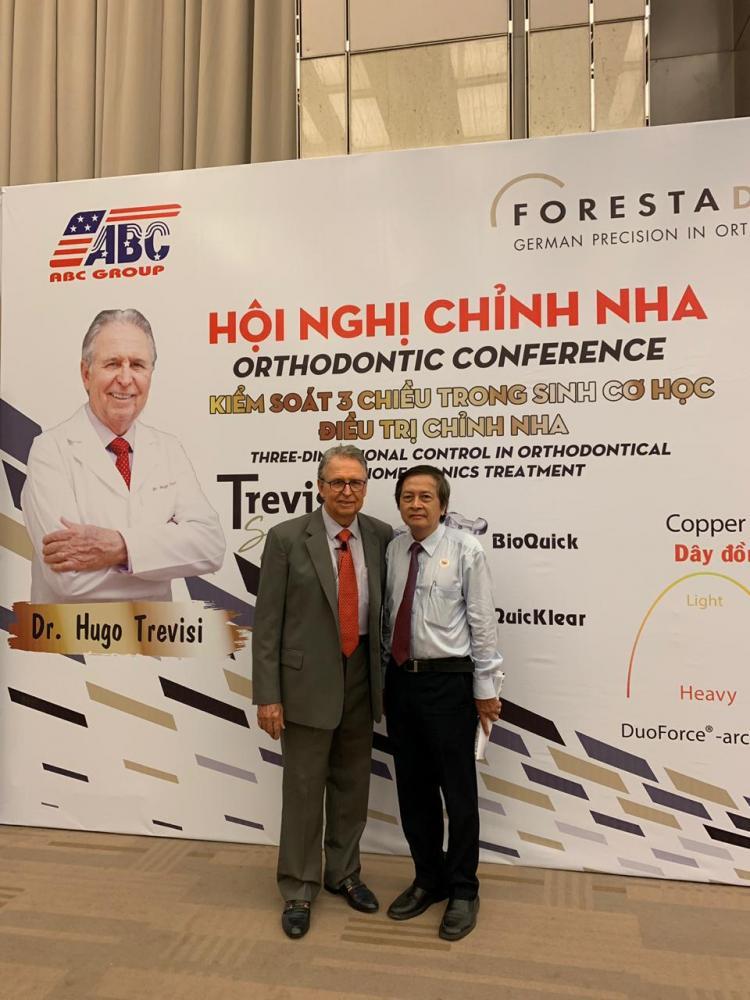 DESTAQUE Professor Hugo Trevisi é a estrela nos cartazes da Conferência de Ortodontia, em Ho Chi MIN, no Vietnã